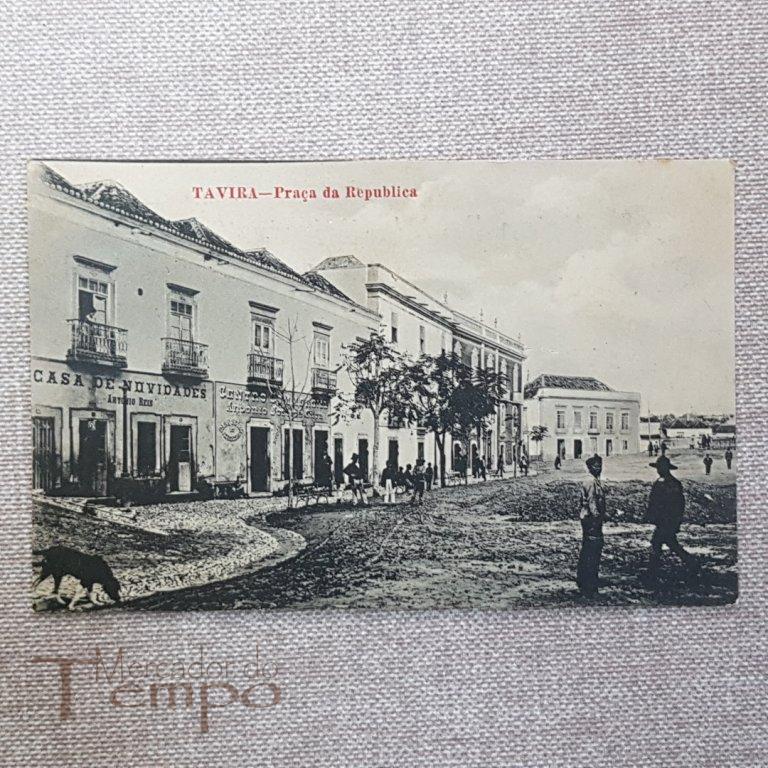 Um inédito postal centenário da Praça da República